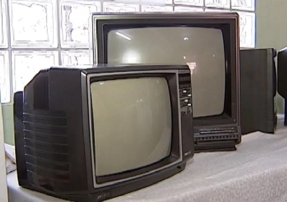 Televisões de tubo pararam de ser fabricadas. Em 2013, as fábricas montaram 1.051 aparelhos deste modelo no Brasil; em 2014 foram só 152. (Foto: Reprodução / TV Tem)