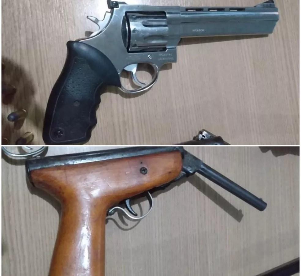 Armas encontradas dentro de carro em Cacaulândia, RO — Foto: Reprodução