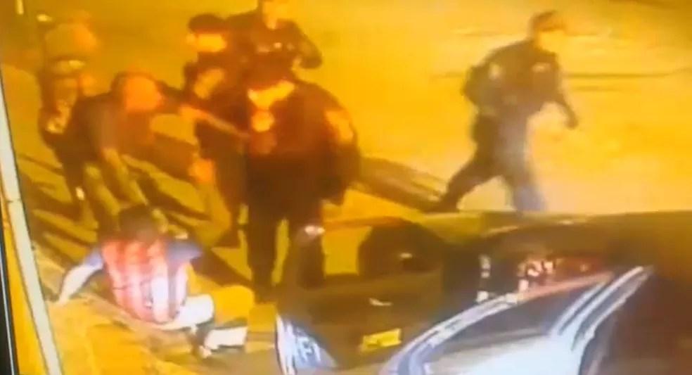 Morador de Ceilândia é agredido por policial militar no DF (Foto: Reprodução)
