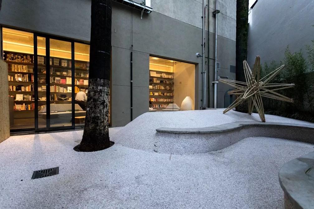 Espaço de leitura da Japan House na Avenida Paulista, em São Paulo. Local possui variado acervo, que vai da culinária à arquitetura japonesa (Foto: Marcelo Brandt/G1)