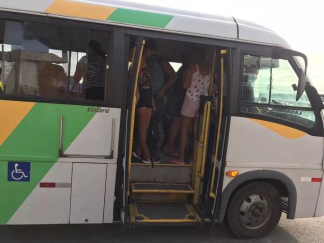 Veículos do transporte alternativo lotados em mais um dia de greve de ônibus em Natal — Foto: Ayrton Freire/InterTV Cabugi