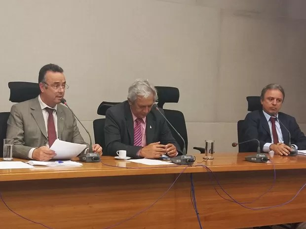 O presidente da CPI, Bispo Renato, o relator, Raimundo Ribeiro e Barbosa Neto (Foto: Isabella Calzolari/G1)