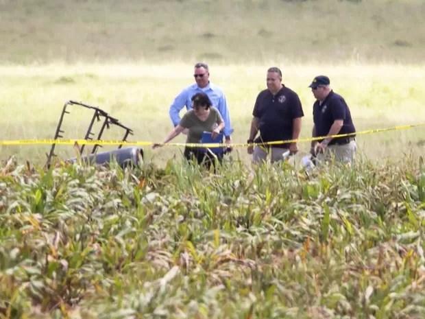 Pedaço de balão que caiu no estado americano do Texas (Foto: Ralph Barrera / Reuters)
