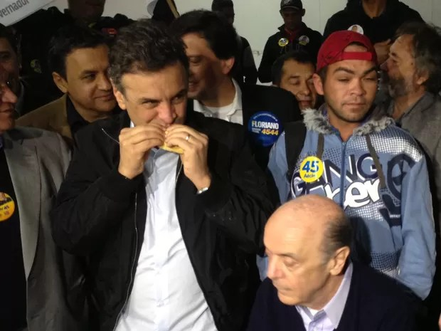 Aécio Neves toma café da manhã com operários da construção civil em São Paulo (Foto: Glauco Araújo/G1)