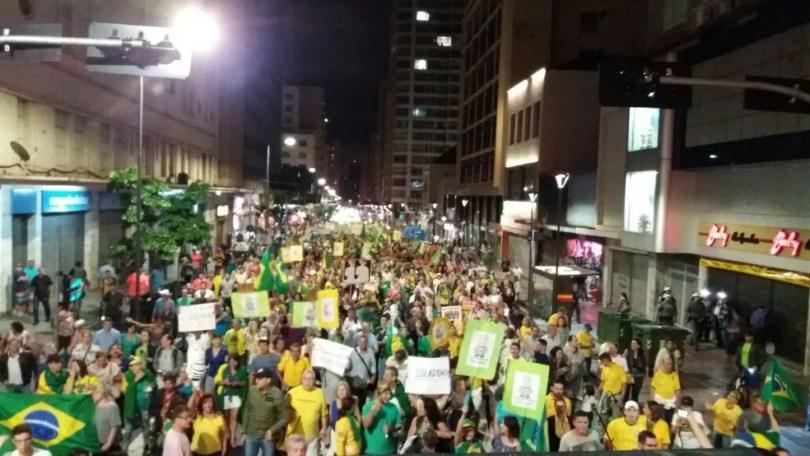 Ato fechou ruas do Centro de Campinas nesta terça (Foto: Gustavo Biano/EPTV)