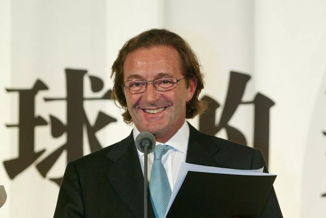 Foto de novembro de 2004 com Gérald Marie, presidente do Elite Model Group — Foto: Liu Jin/AFP