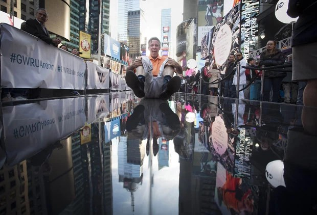 Tentativa foi realizada na Times Square, em Nova York (EUA) (Foto: Carlo Allegri/Reuters)