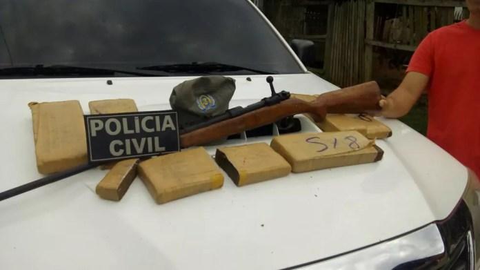 Foram apreendidos cinco quilos de maconha e dois de cocaína durante operação (Foto: Divulgação/Polícia Civil)