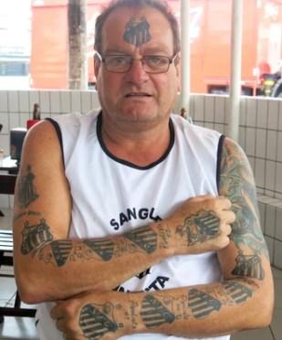 Alberto Francisco de Oliveira Júnior Alemão Fanático Santos Tatuagens (Foto: Bruno Gutierrez)