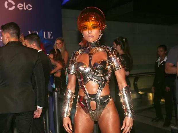 Sabrina Sato em baile de carnaval em São Paulo (Foto: Manuela Scarpa e Iwi Onodera/ Brazil News)