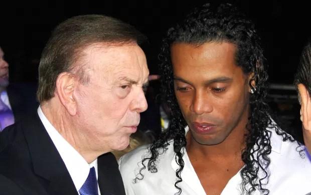 José Maria Marin e Ronaldinho Gaucho (Foto: Fernando Martins / Globoesporte.com)