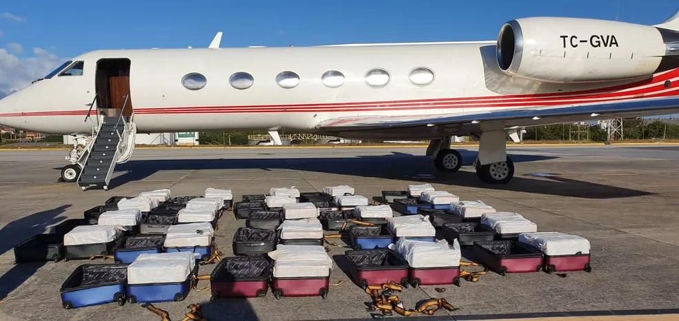 Polícia aprende cocaína escondida em 24 malas em jatinho no Aeroporto de Fortaleza — Foto: PF/Divulgação