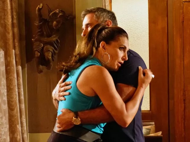 Depois de sumir, Wanda marca encontro com o coronel (Foto: Salve Jorge/ TV Globo)
