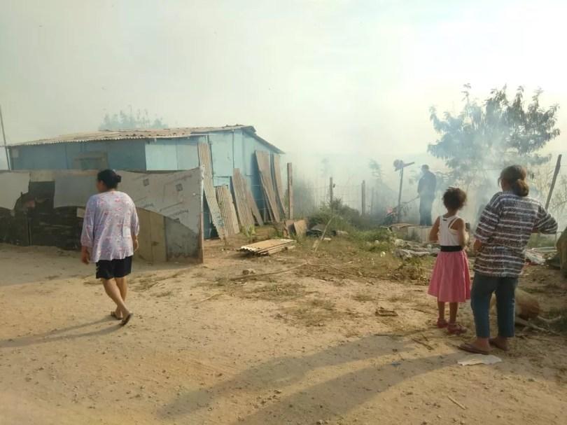 Famílias precisam sair de barracos por conta da fumaça de incêndio em Itu (Foto: Arquivo pessoal)