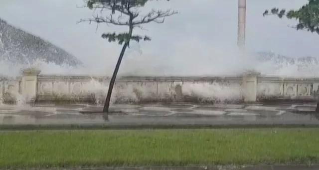 Ciclone extratropical causa maré alta e alagamentos em Santos — Foto: Divulgação/Prefeitura de Santos