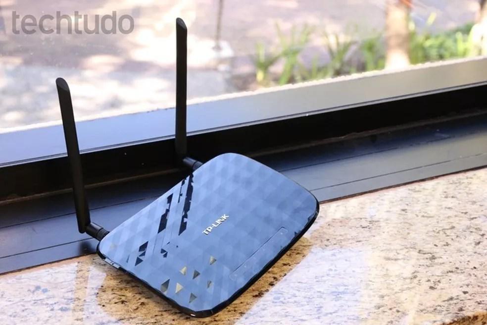 Roteadores próximos a janelas podem sofrer superaquecimento — Foto: Luciana Maline/TechTudo