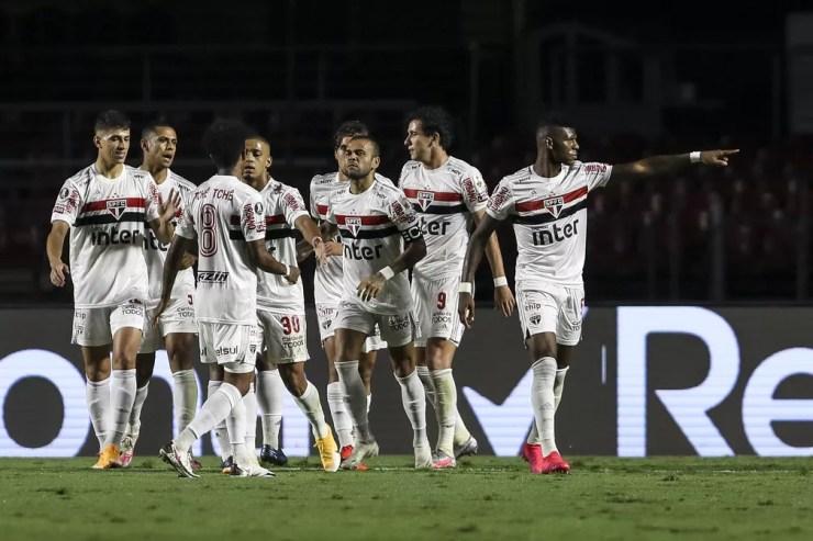Jogadores do São Paulo comemoram gol de Arboleda contra o Binacional — Foto: Staff Images/Conmebol