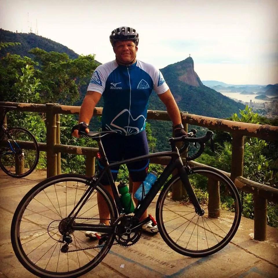 Márcio de Miranda e sua bike nas Paineiras