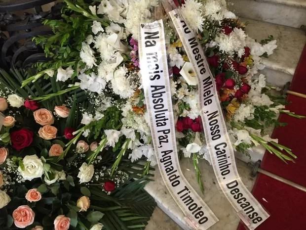 Coroa de flores de Agnaldo Timóteo (Foto: Priscila Bessa/EGO)