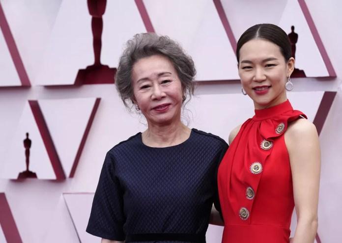 "Youn Yuh-jung e Han Ye-ri, atrizes de ""Minari"", no Oscar 2021 — Foto: AP Photo/Chris Pizzello"