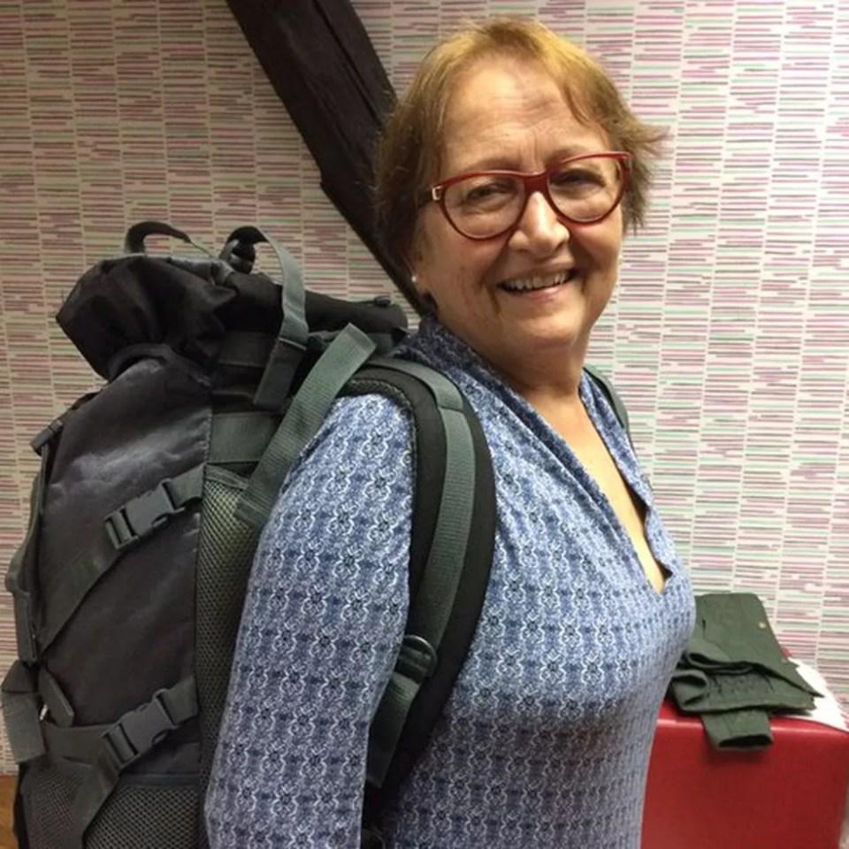 Vera Lúcia realizou primeiro mochilão aos 69 anos e sonha com novas viagens — Foto: Arquivo pessoal