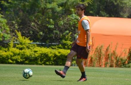 Rodrigo Caio em treino do São Paulo na manhã desta sexta (Foto:  Érico Leonan / saopaulofc.net )