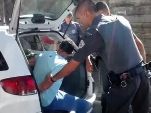 Homem foi preso por suspeita de decapitar corpos em Mogi das Cruzes. (Foto: Jenifer Carpani/G1)