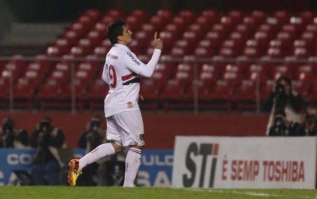 Aloísio comemora gol marcado contra o Bahia (Foto: Rubens Chiri/saopaulofc.net)