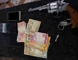 Na operação, um suspeito foi preso por porte ilegal de arma — Foto: PF/Reprodução