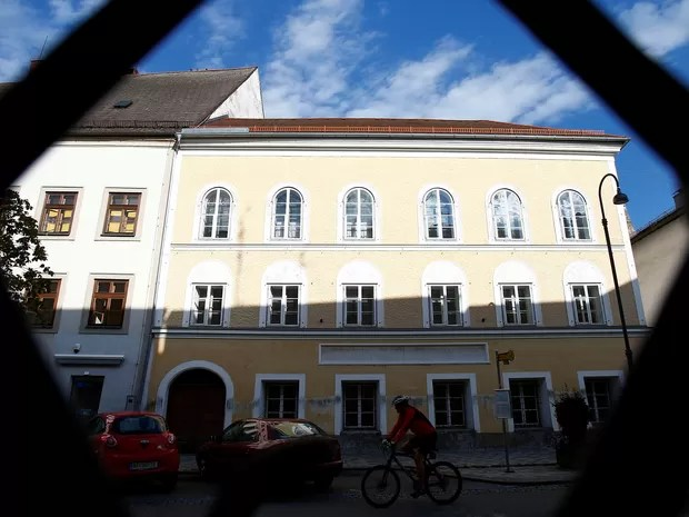 Edifício na cidade de Braunau, no qual Hitler (1889-1945) viveu seus primeiros três anos. (Foto: REUTERS/Dominic Ebenbichler)