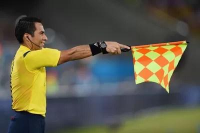Bandeirinha árbitro impedimento  (Foto: Agência Getty Images)
