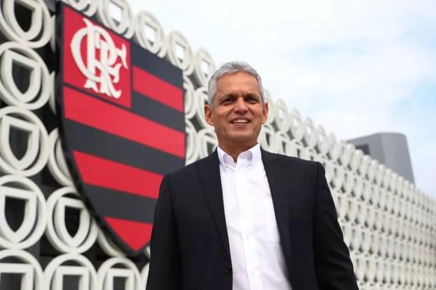 Colombiano Reinaldo Rueda foi apresentado no Ninho do Urubu nesta segunda-feira (Foto: Gilvan de Souza/Flamengo)