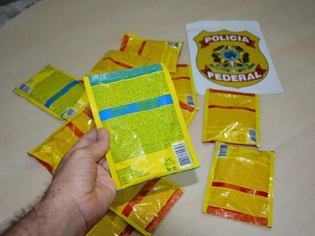 Cocaína foi encontrada em pacotes de descorolarnte de cabelo (Foto: Ascom PF)