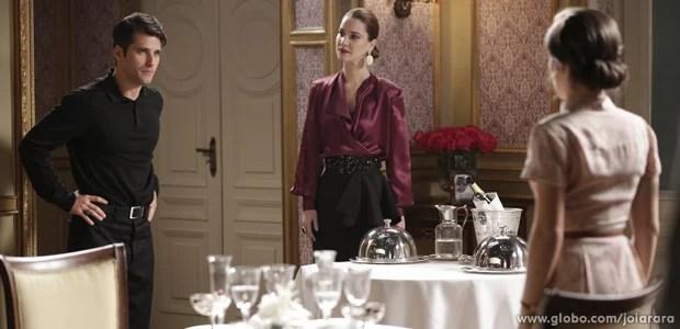 Sílvia faz escândalo ao flagrar Amélia e Franz juntos (Foto: Fábio Rocha/ TV Globo)