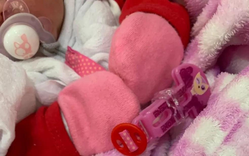 bebe - ADOÇÃO À BRASILEIRA: mãe se arrepende de doar bebê e denuncia à polícia casal que o adotou ilegalmente