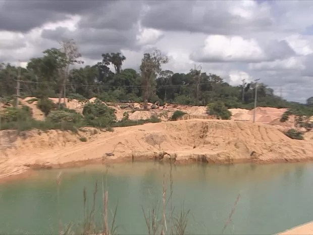 Segundo Ibama, local onde garimpo foi aberto era apenas um pequeno riacho (Foto: Rede Amazônica/ Reprodução)