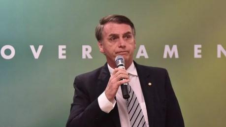 O presidente eleito, Jair Bolsonaro, durante conversa com parlamentares nesta quarta-feira (5) em Brasília — Foto: Rafael Carvalho/Governo de transição