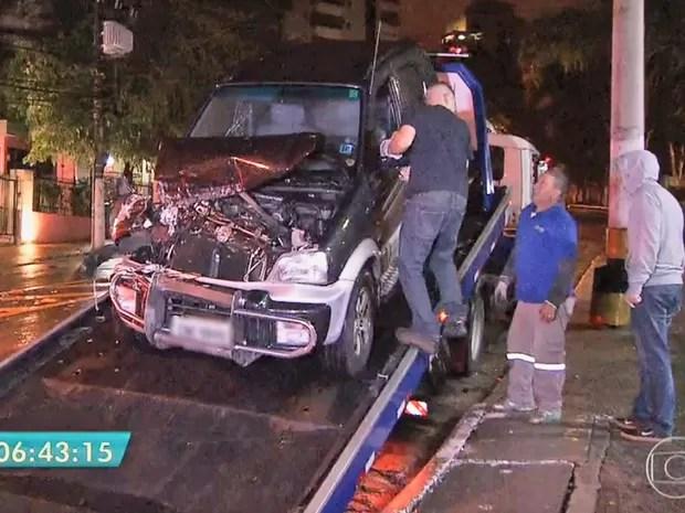 Segundo a polícia, menores roubaram carro e trocaram tiros durante perseguição (Foto: TV Globo/Reprodução)