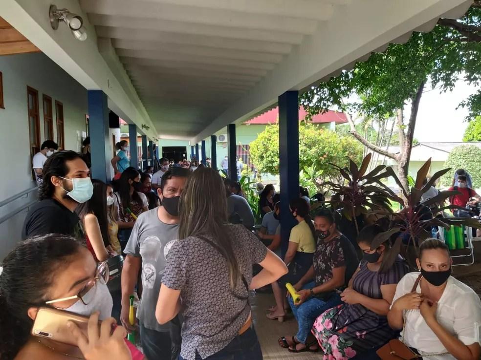 Em greve, servidores acamparam dentro da Secretaria de Educação para cobrar providências no Acre — Foto: Eldérico Silva/Rede Amazônica