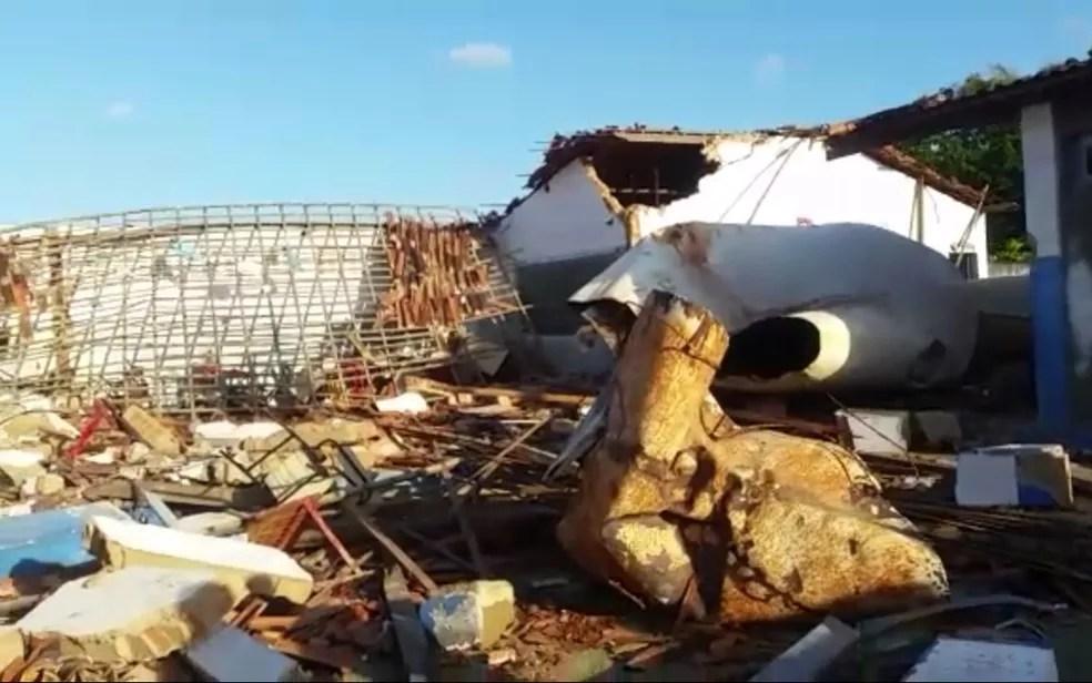 Escola ficou destruída após o acidente (Foto: Kedma Ferr/TV Sergipe)