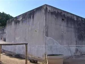 Presos escalaram parede de 12 metros para fugir (Foto: Reprodução/TV Anhanguera)