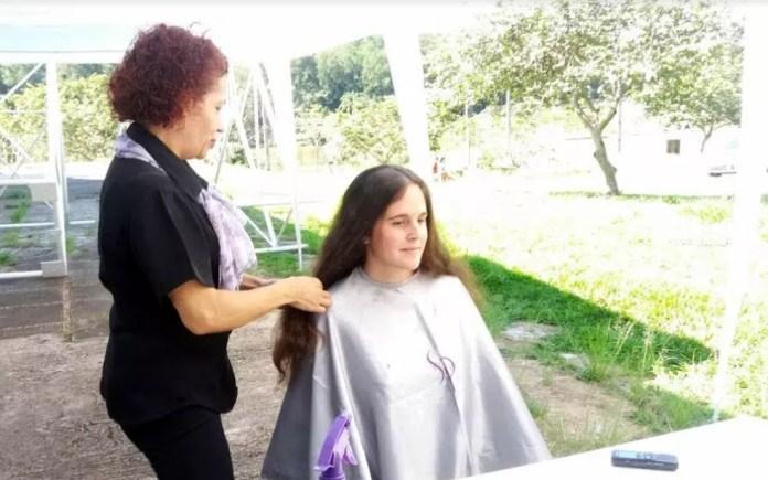 Qualquer pessoa interessada em doar cabelos pode participar (Foto: UFSCar/Divulgação)
