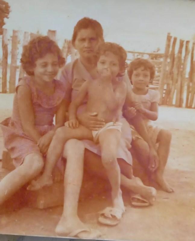 Fotografia das filhas que Antônio tinha com ele desde que saiu de Pernambuco — Foto: Arquivo de família