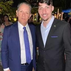 O ministro do STJ e pai da noiva, João Otávio Noronha, e Jair Renan,  filho do presidente Jair Bolsonaro
