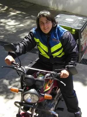 Trabalho de motogirl ajudou Andrea Sadocco a estudar (Foto: Aqruivo pessoal)
