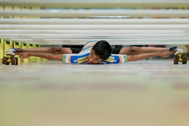 Kokane exibiu sua habilidade em um shopping de Hong Kong (Foto: Philippe Lopez/AFP)