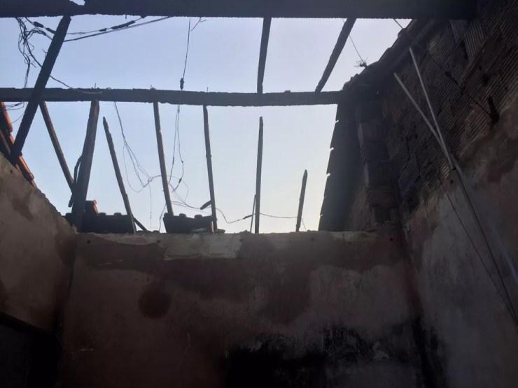 Incêndio teria começado no telhado (Foto: Arquivo Pessoal)