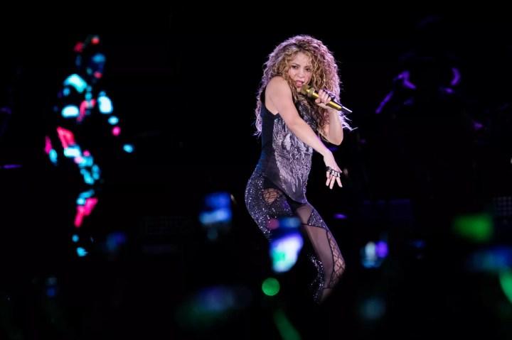 Shakira apresenta hits como