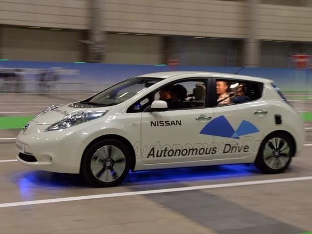 Nissan Leaf autonômo roda nesta segunda-feira (30) no Japão (Foto: YOSHIKAZU TSUNO / AFP)