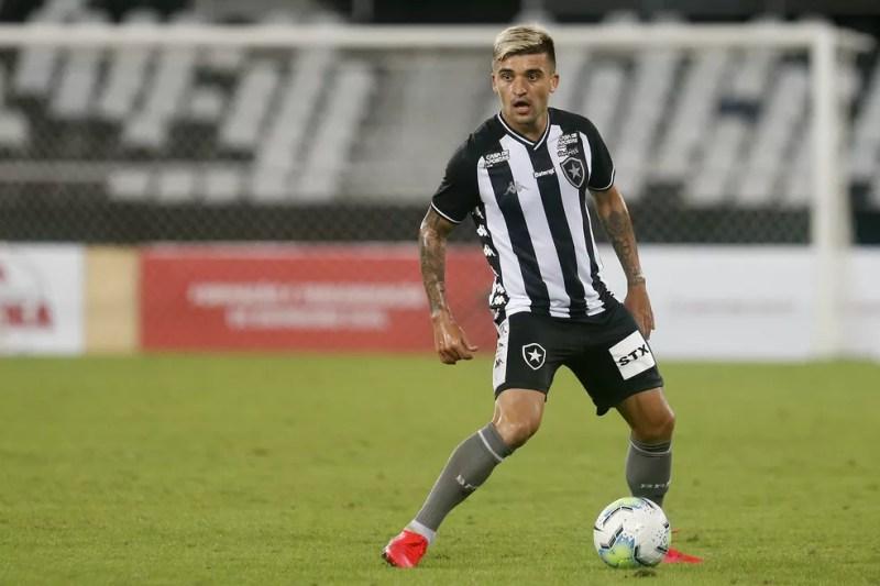 Victor Luis ainda não conseguiu repetir sucesso da primeira passagem pelo Botafogo — Foto: Vitor Silva/Botafogo